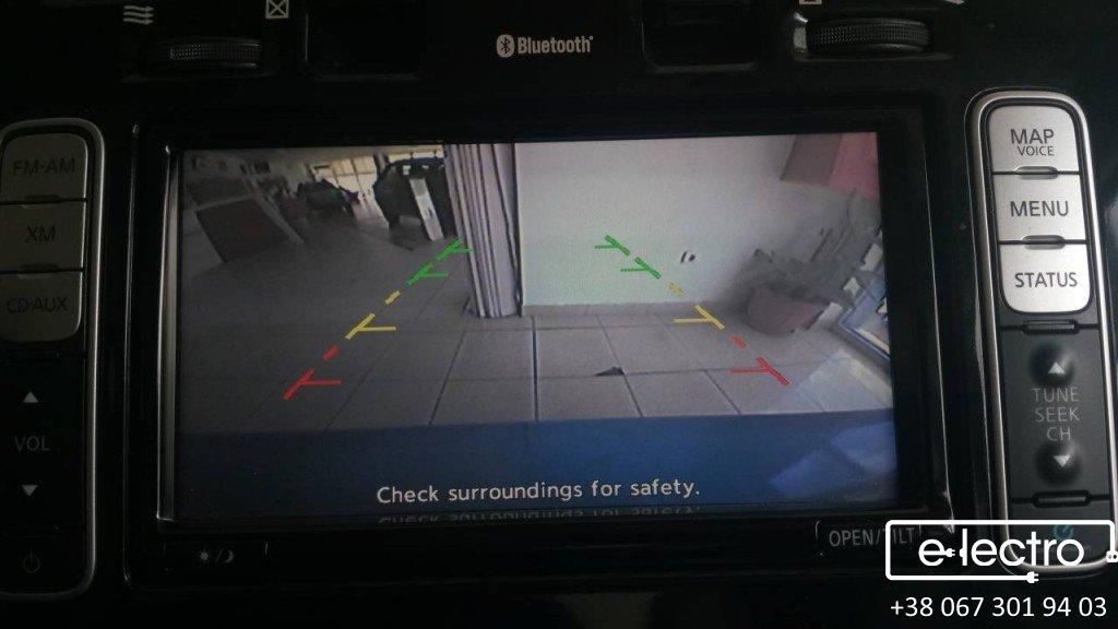 Встановлення парктроників та камери в Nissan Leaf